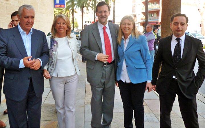 Rajoy, Arenas y Ángeles Muñoz junto a Inma Amores y José Moya en Fuerte Miramar