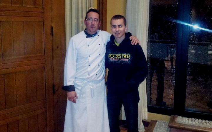 Jorge Lorenzo junto a nuestro chef.