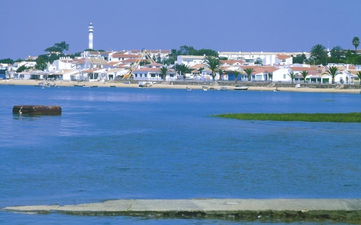 Uno de los campos de golf que rodea las marismas