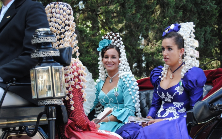 Las Damas Goyescas traditional costumes look