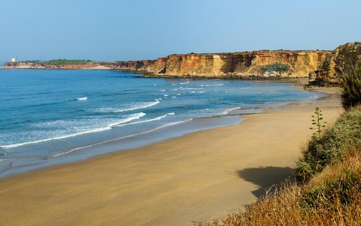 Una amplia variedad de playas rodean al hotel Fuerte Conil-Costa Luz