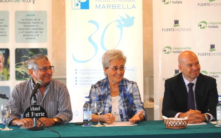 Asociación Horizonte - De izq. a dcha. Luis-Domingo López, secretario general de Horizonte_ Isabel García Bardón, presidenta de Horizonte y Fundación Fuerte_ David Gonzalo, representante de la Fundación Barclays en Marbella