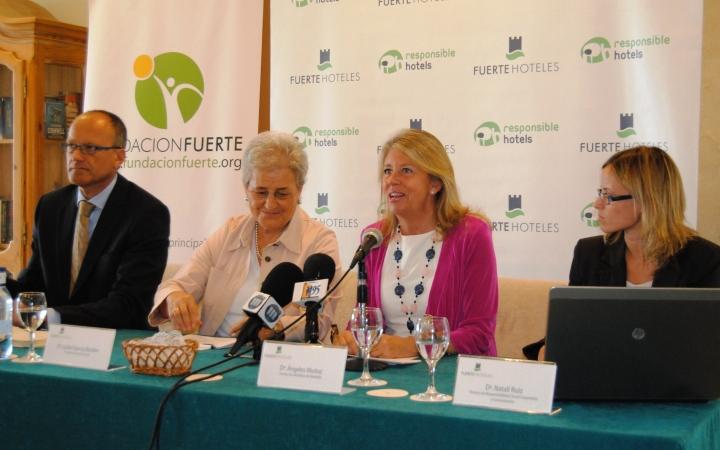 De izq. a dcha. José Luque, consejero delegado de Fuerte Hoteles; Isabel García Bardón, presidenta Grupo El Fuerte; <br />Ángeles Muñoz, alcaldesa de Marbella y Natalí Ruiz, responsable de RSC de Fuerte Hoteles&#8221; width=&#8221;720&#8243; height=&#8221;450&#8243; /></a><p class=