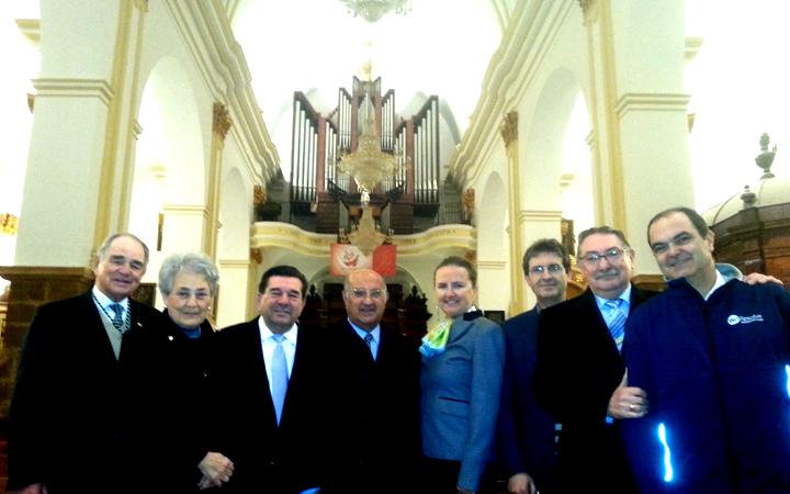 Equipo de Fundación Fuerte junto a los artistas.