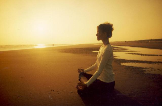 Benefits of the beach in Autumn - meditation