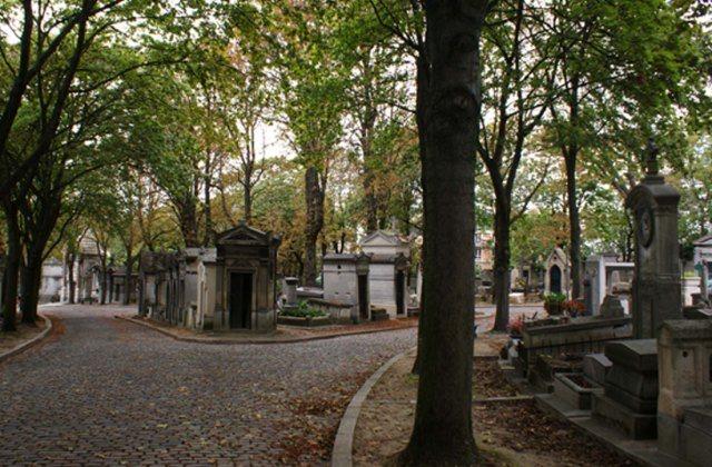 Halloween o Puente de Todos los Santos cementerio