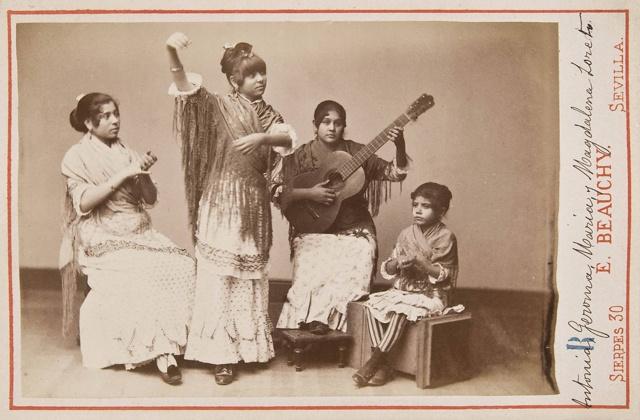 Grupo flamenco femenino de Antonia Jeroma María y Magdalena Loreto (1889)