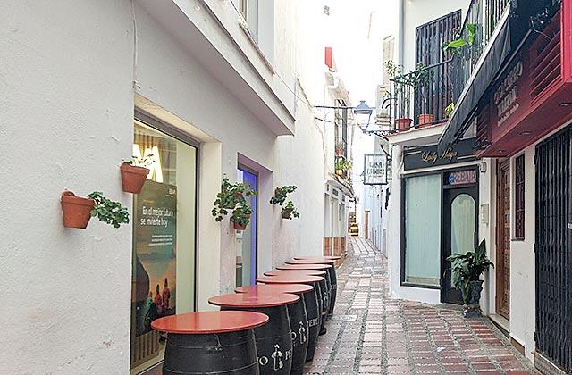 Calle estrecha del casco antiguo - calle Pantaleón
