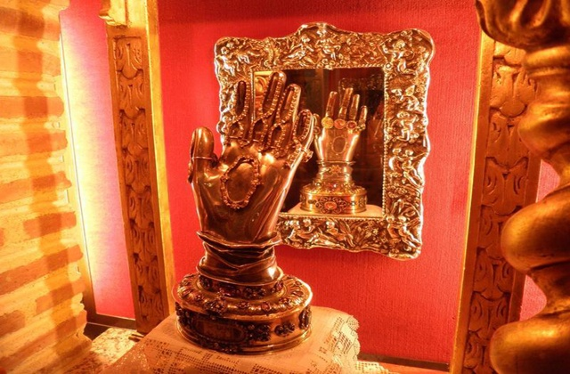 Main de Sainte Thérèse à Ronda