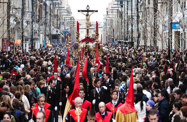 Las procesiones de Semana Santa en Andalucía - los gitanos granada