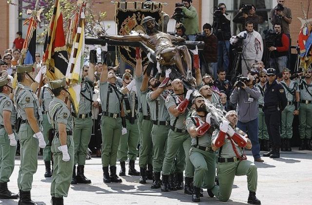 Las procesiones de Semana Santa en Andalucía - los legionarios malaga