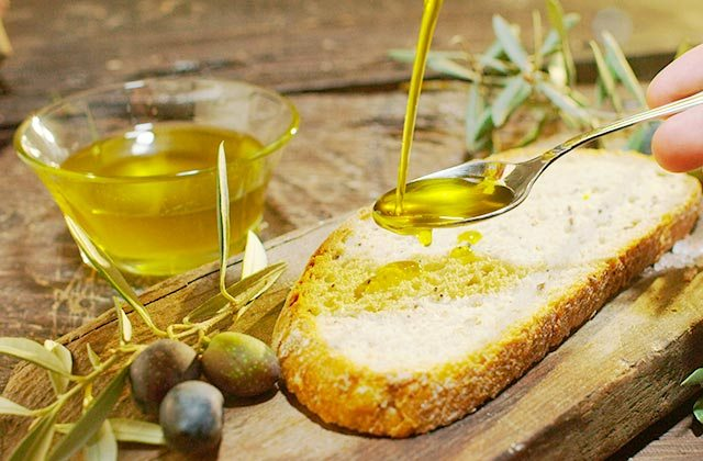 Olivenöl frühstücken - Andalusien
