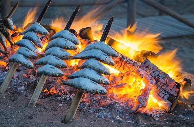 los mejores pescados y mariscos de Andalucía - espeto