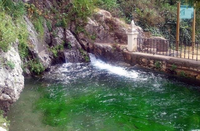 Piscinas naturales de Andalucia - Fuente del Río, Cabra. Fotografía Wikipedia.
