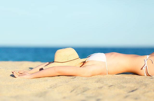 Siesta am Strand schlafen - Andalusien