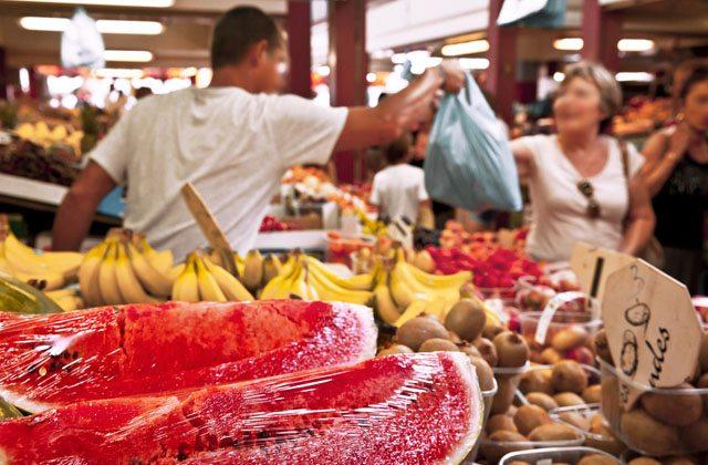 Mercado de abastos, fruta y verdura frescas