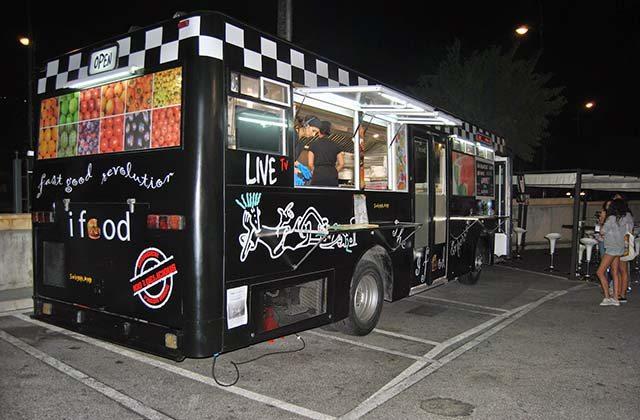 Restaurantes originales de Málaga - Autobús de hamburguesas gourmet, iFood, Alhaurín de la Torre. Fotografía: simplelifestyle.es