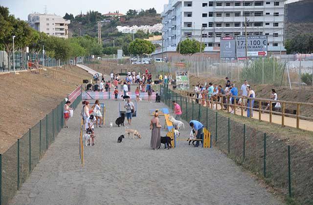 playgrounds in Malaga - Parque Canino Guau Guau, Fuengirola