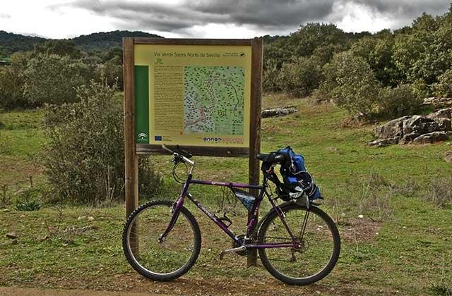 Tramo de la Vía Verde de la Sierra. Fotografía: sportyguest.es