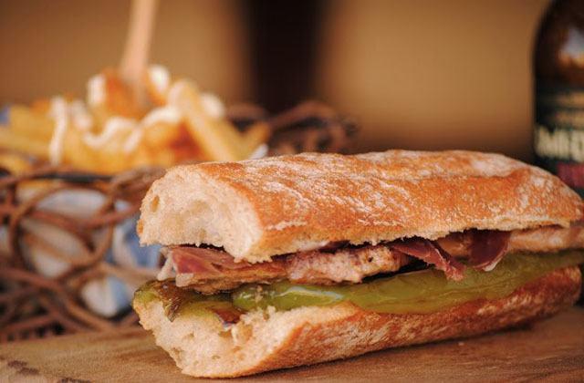 Frühstücken in Andalusien, die gesündeste Form, den Tag zu beginnen: Serranito. Fotografía: cocinandoconneus.blogspot.com