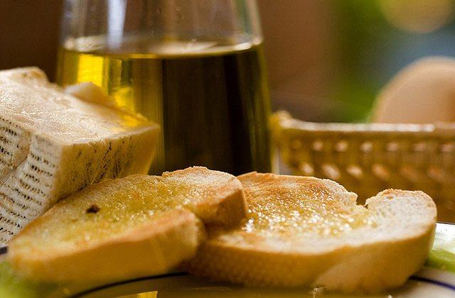 Frühstücken in Andalusien, die gesündeste Form, den Tag zu beginnen: Pan y aceite de oliva