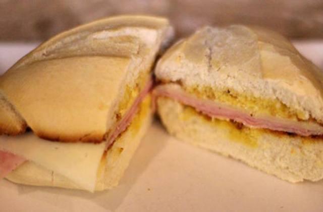 Los desayunos en Andalucía: Pitufo mixto. Fotografía: barlospueblos.wordpress