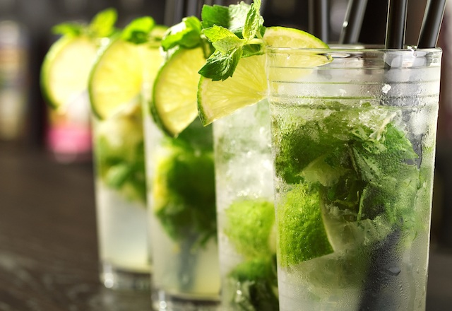 Discover ten places to refresh with the best mojitos in Aldalucia:Jacaranda Bar, Conil
