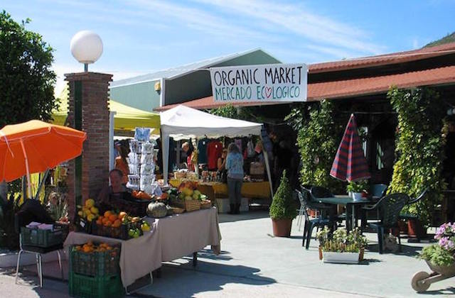 Conoce los mercadillos de la Axarquía malagueña - Mercado Ecológico de La Viñuela. Fotografía Mercado Ecológico Viveros Algarrobo