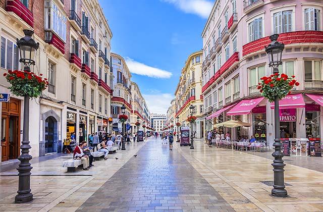 Málaga Calle Larios - credit: Kiev.Victor / Shutterstock.com