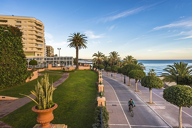 New year in Marbella - Visit Puerto Banús by bike