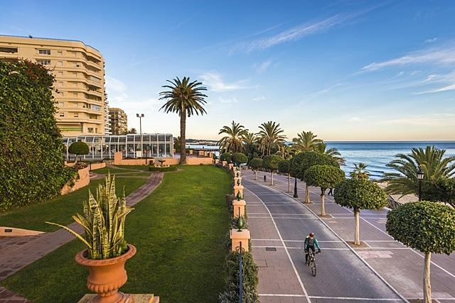 New year in Marbella - Visit Puerto Banús by bike