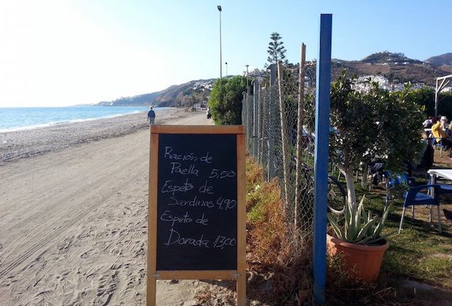 Espetos, die Sardinenspieße von Málaga - Chiringuito Mauri, Nerja