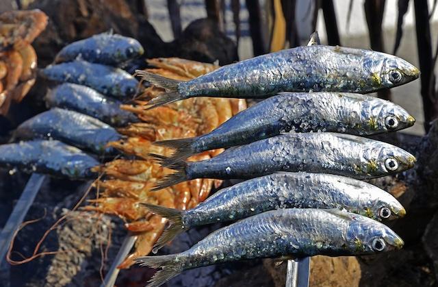 Espetada de sardinas