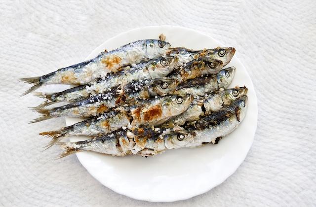 Les espetos: la meilleure façon de manger des sardines, la gastronomie malagueña par excellence: Espeto de sardinas