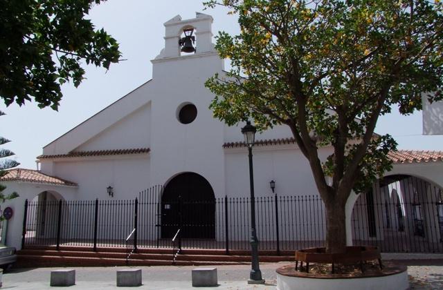 Unvergessliche Landschaften und eine Reise in die Vorgeschichte: Ein Day Trip nach Nerja, dem Juwel der Costa del Sol Oriental: Iglesia de San Miguel, Nerja