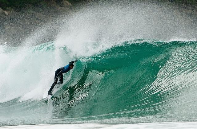 surfing in Andalucia - Playa de Mazagón, Huelva. Fotografía de es.topsportholidays.com