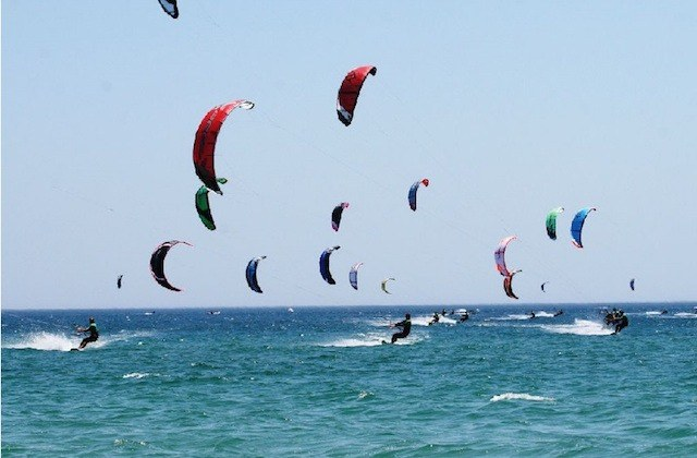 surfing in Andalucia - Playa de Punta Umbría. Fotografía de elcorreoweb.es