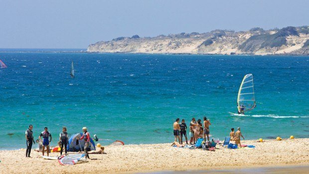 Practicar surf en Andalucía