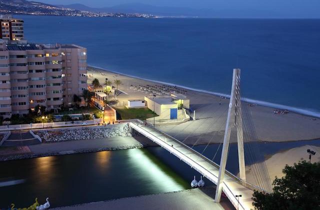 Strände zum Surfen Andalusien - Playa Santa Amalia, Fuengirola. Fotografía de vacaciones-espana.com
