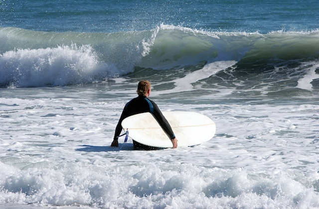 Surf en playa de Estepona