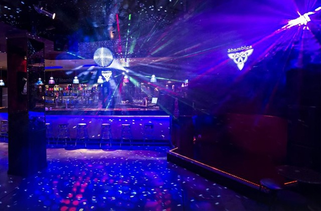 Que voir et que faire à Nerja - Bar karaoke Shambles