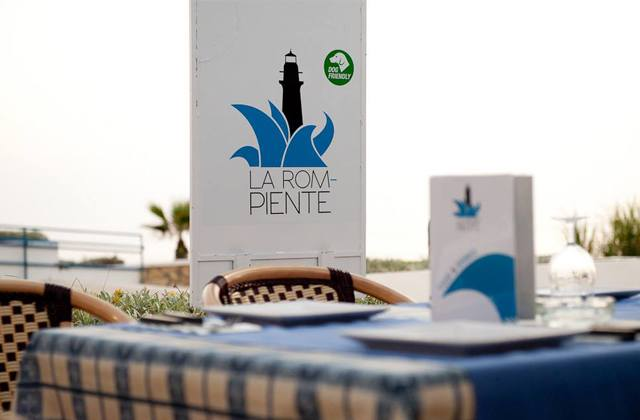 Things to do in Nerja - eat at the Restaurante La Rompiente