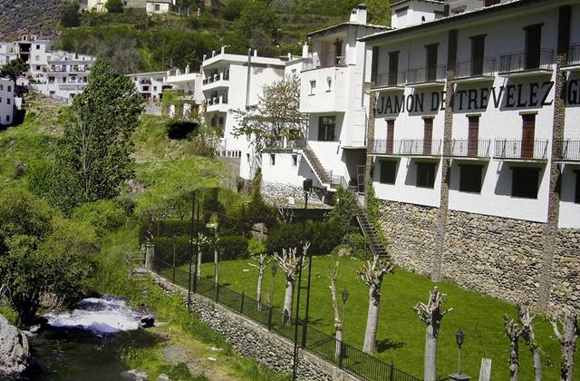 Spanish cured iberico ham -Fábricas de jamones en Trevélez