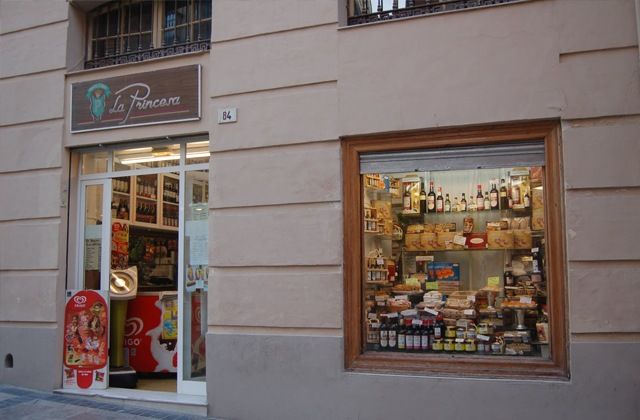 Discover the route of the most authentic corner shops in Málaga: Andalusian traditional products: Ultramarinos La Princesa