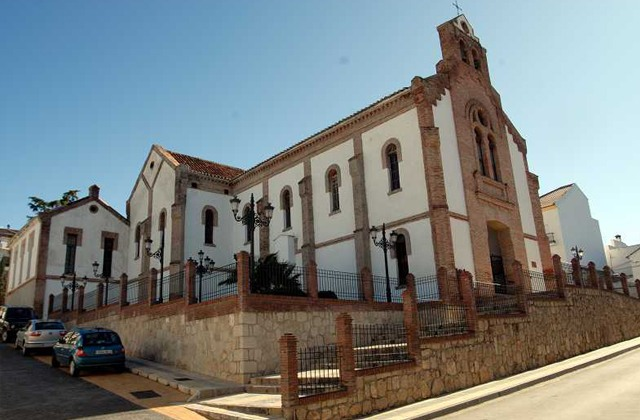 7 oil sites in Axarquia. Enjoy the oil route and the mountains: Iglesia de San Isidro Labrador