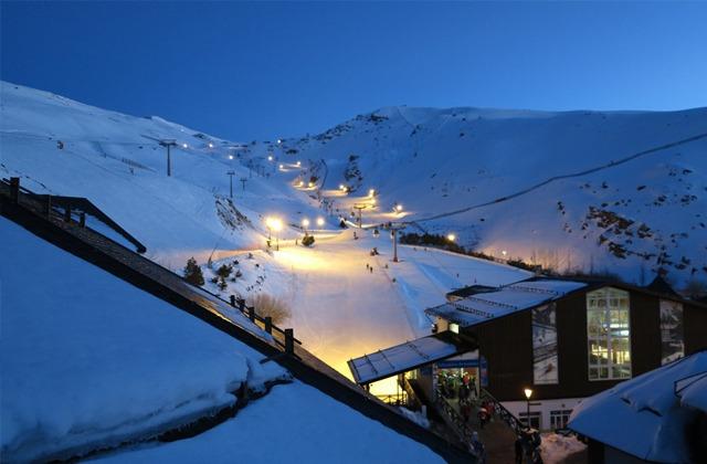 Sierra Nevada: where the south dresses in white: Sierra Nevada por la noche