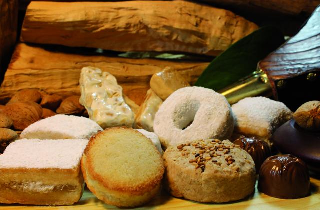 platos navideños andaluces - Surtido de mantecados