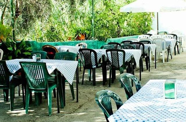 Terraza de el bar El Puntarrón
