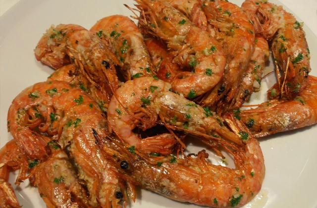 platos navideños andaluces - Langostinos a la plancha con ajo y perejil