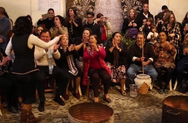 Las 'zambombás': Le festival le plus authentique du folklore andalou: Zamboba de la Hermandad de La Yedra Imagen de Jerez TV
